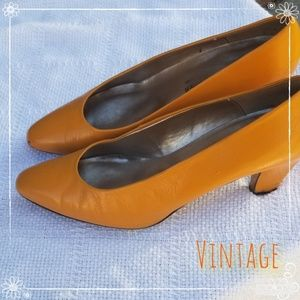 Vintage Spanish leather marigold pumps 10